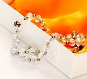 Perlen gemacht von den Edelsteinsteinen Lizenzfreies Stockbild