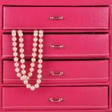 Perlen im jewlry Kasten Stockfotografie