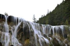 Perlen-Massen-Wasserfall Lizenzfreie Stockfotos