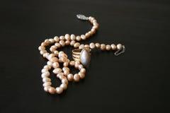 Perlen-Schmucksachen Lizenzfreie Stockfotos
