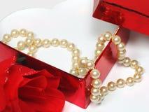 Perlen und Rosen Stockfotografie