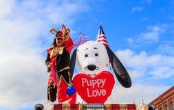 Perlen-Wurf bei Montgomery Mardi Gras Block Party Stockfotos