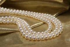 Perlenhalsketten. lizenzfreies stockbild