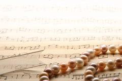 Perlenhalsketten. lizenzfreie stockbilder