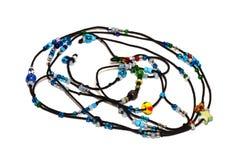 Perles bleues sur la corde noire Images stock
