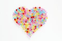 Perles colorées sous forme de coeur pour le fond Images libres de droits