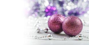 Perles d'or et jouets pourpres Images libres de droits