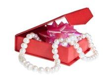 perles d'isolement par cercueil Image stock