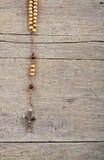 Perles de chapelet sur la table Photographie stock