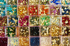 Perles de verre dans des boîtes Photos libres de droits