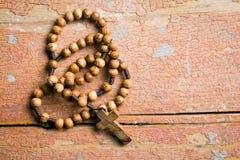 Perles en bois de chapelet images libres de droits