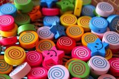 Perles en bois pour des enfants Photographie stock libre de droits