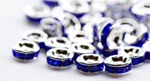Perles en cristal colorées pour des bijoux de bracelets Photo stock