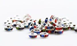 Perles en cristal colorées pour des bijoux de bracelets Photographie stock libre de droits