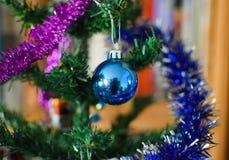 Perles en verre pour décorer l'arbre de Noël Images stock
