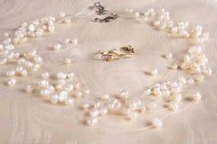 Perles et boucles Images libres de droits