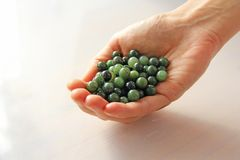 Perles minérales de pierres de néphrite verte naturelle de jade Le jade vert Image libre de droits