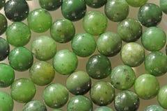 Perles minérales de pierres de néphrite verte naturelle de jade Vert et gras Photo stock