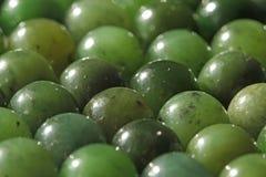 Perles minérales de pierres de néphrite verte naturelle de jade Vert et gras Photos stock