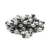 Perles noires et blanches photographie stock libre de droits