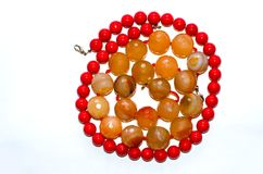 Perles, pierre orange et rouge polie Photo stock