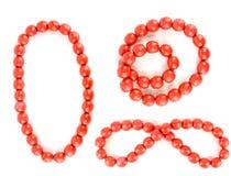 Perles rouges d'isolement avec des chemins de coupure Photographie stock libre de droits