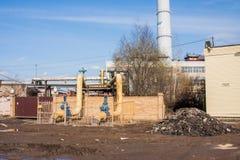 Perm, Ρωσίας - 16.2016 Απριλίου: Βιομηχανικά κτήρια Στοκ Εικόνες
