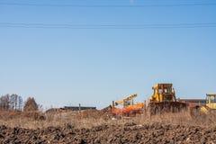 Perm, Ρωσία - 16 Απριλίου 2016: Ειδικός εξοπλισμός στην κατασκευή Στοκ Φωτογραφίες