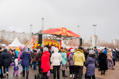 PERM, ΡΩΣΊΑ - 13 Μαρτίου 2016: Άνθρωποι στο τετράγωνο Στοκ Φωτογραφία