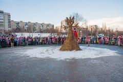 PERM, ΡΩΣΊΑ - 13 Μαρτίου 2016: Εορτασμός Maslenitsa σκιάχτρων Στοκ εικόνες με δικαίωμα ελεύθερης χρήσης