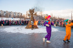 PERM, ΡΩΣΊΑ - 13 Μαρτίου 2016: Καίγοντας ομοιώματα καρναβαλιού Στοκ φωτογραφίες με δικαίωμα ελεύθερης χρήσης