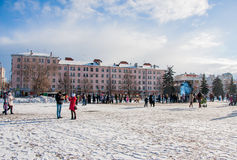 PERM, ΡΩΣΊΑ - 13 Μαρτίου 2016: Πολλοί άνθρωποι στο τετράγωνο Στοκ εικόνες με δικαίωμα ελεύθερης χρήσης