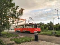 Perm, Rosja, Czerwiec 2017 Projekt jest podróżny w Rosja Pomarańczowy stary KTM-5M3 tramwaj Fotografia Royalty Free