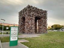 Perm, Rosja, Czerwiec 2017 Projekt jest podróżny w Rosja Rzeźby Perm brama przy Gaidar kwadratem Fotografia Stock