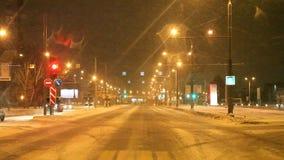 Perm Rosja, Listopad, - 05 2016: Noc krajobraz z ruchem drogowym zbiory wideo