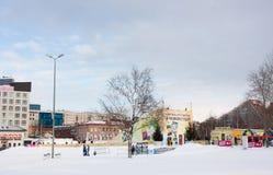 PERM, Rosja, Luty, 06 2016: lodowaty miasteczko na esplanadzie Fotografia Stock