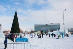 PERM, Rosja, Luty, 06 2016: Lodowaty nowego roku ` s miasteczko Zdjęcia Royalty Free