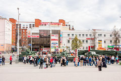 Perm Rosja, Maj, - 09 2016: Ludzie przy wystawą Zdjęcie Royalty Free