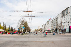 Perm Rosja, Maj, - 09 2016: Ludzie spaceru na Lenin ulicie Obraz Royalty Free