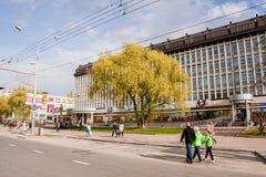 Perm Rosja, Maj, - 09 2016: Ludzie spaceru wzdłuż alei Fotografia Royalty Free
