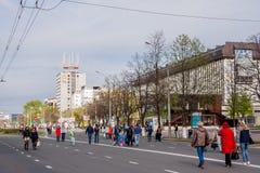 Perm Rosja, Maj, - 09 2016: Ludzie spaceru wzdłuż ulicznego Lenin Zdjęcia Stock