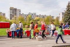 Perm Rosja, Maj, - 09 2016: Uliczny handel w wakacyjnym dniu Zdjęcia Royalty Free