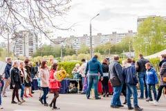 Perm Rosja, Maj, - 09 2016: Uliczny handel w wakacyjnym dniu Fotografia Royalty Free