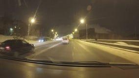 Perm Rosja, Styczeń, - 29 2017: Ruch drogowy na miasto ulicach zbiory wideo