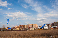 Perm, Russia - aprile 16,2016: Costruzione di nuove case Fotografia Stock Libera da Diritti