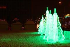 PERM, RUSSIA - 11 GENNAIO 2014: Tre verde illuminato di Natale del ghiaccio Immagini Stock Libere da Diritti