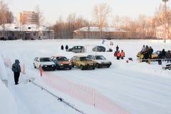 PERM, RUSSIA, IL 17 GENNAIO 2016 corse di automobile allo stadio Fotografie Stock
