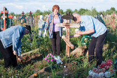 Perm, Russia - July 13.2016: Elderly people care for the graves. On cemeteries Royalty Free Stock Photos