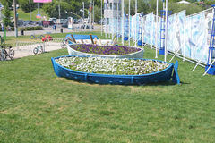 PERM, RUSSIA - JUN 11, 2013: Flowerbeds of river ship � Stock Photography