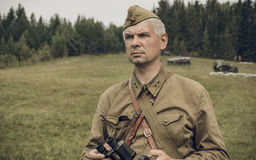 PERM, RUSSIA - 30 LUGLIO 2016: Rievocazione storica della seconda guerra mondiale, estate, 1942 Ufficiale sovietico Fotografie Stock